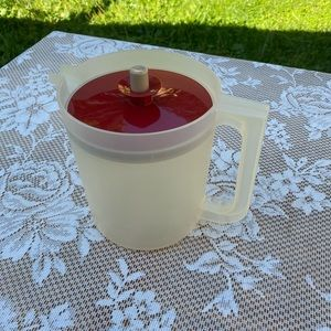 Vintage Tupperware Clear Pitcher 1.5 QT w/ Red Lid